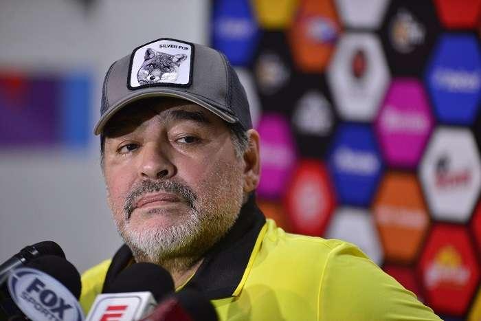El técnico argentino de Dorados de Sinaloa, Diego Armando Maradona, reacciona en rueda de prensa. /EFE