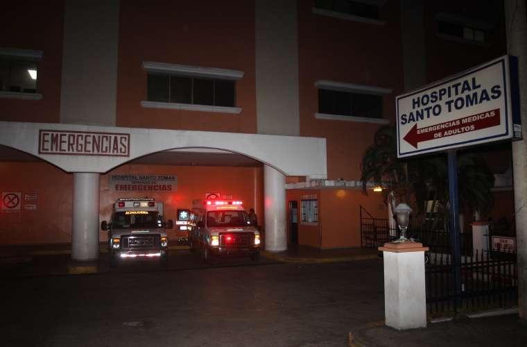 Vista general de la parte externa del cuarto de urgencia del Hospital Santo Tomás. Foto: Archivo