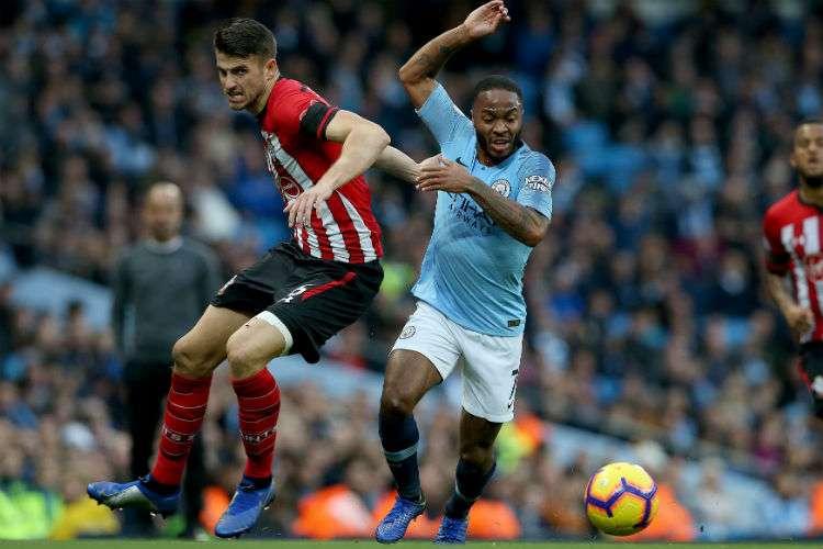 Raheem Sterling anotó dos goles en el triunfo del Manchester City.