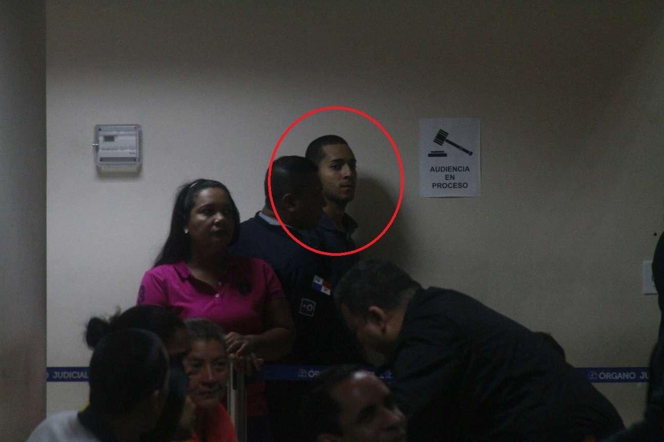Vista del instante cuando el imputado salía de la audiencia del garantías en el Sistema Penal Acusatorio. Foto: Edwards Santos
