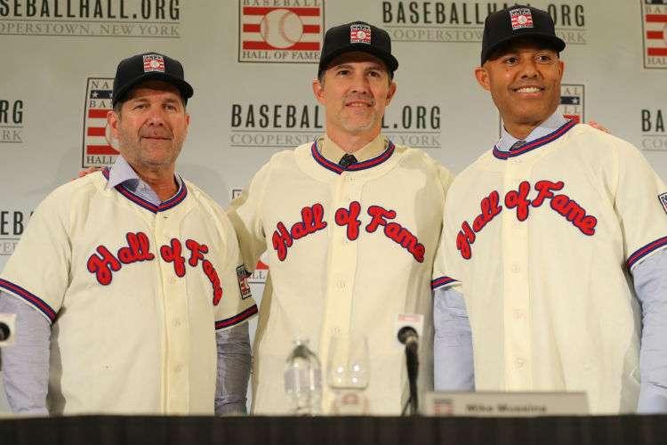 Edgar Martínez (izq.), Mike Mussina (c) y Mariano Rivera durante sus nombramientos oficiales al salón de la Fama de Cooperstown. Foto: MLB