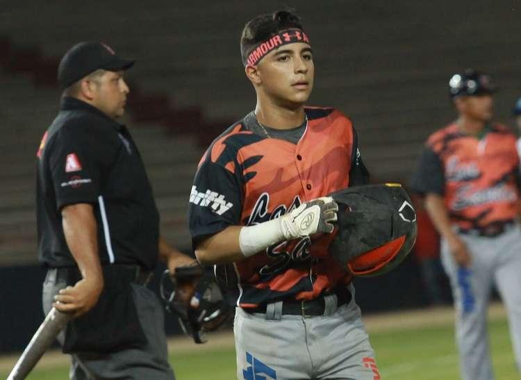 """El talentoso Adrián Montero batea .500 en la gran final, producto de 5 """"hits"""" en 10 turnos. / Foto Anayansi Gamez"""