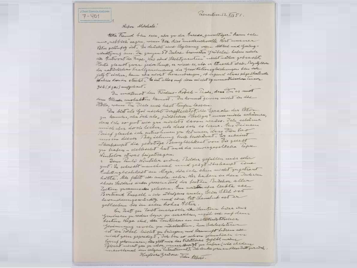 Fotografía facilitada por la Universidad Hebrea de Jerusalén de una carta escrita por Einstein a su amigo e ingeniero ítalo-suizo Michele Besso, en la que bromea y reflexiona sobre diferentes asuntos, como la lengua hebrea o la fe. EFE