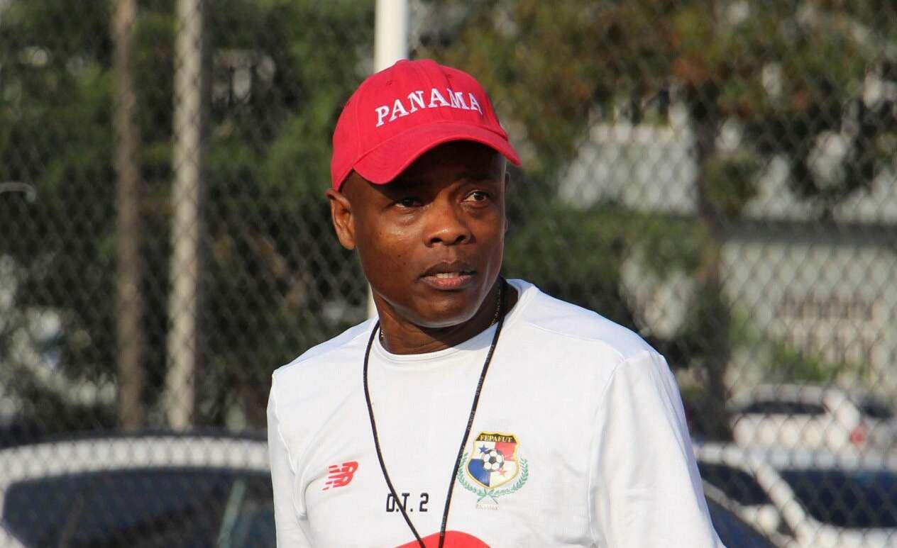 Julio Dely, técnico interino de la selección de Panamá. / Efe
