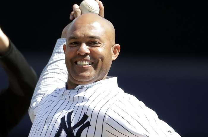 Mariano Rivera hace el lanzamiento inaugural en el Yankee Stadium./ EFE
