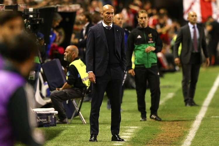 El entrenador francés del Real Madrid, Zinedine Zidane, durante el partido contra el Rayo Vallecano. Foto: EFE
