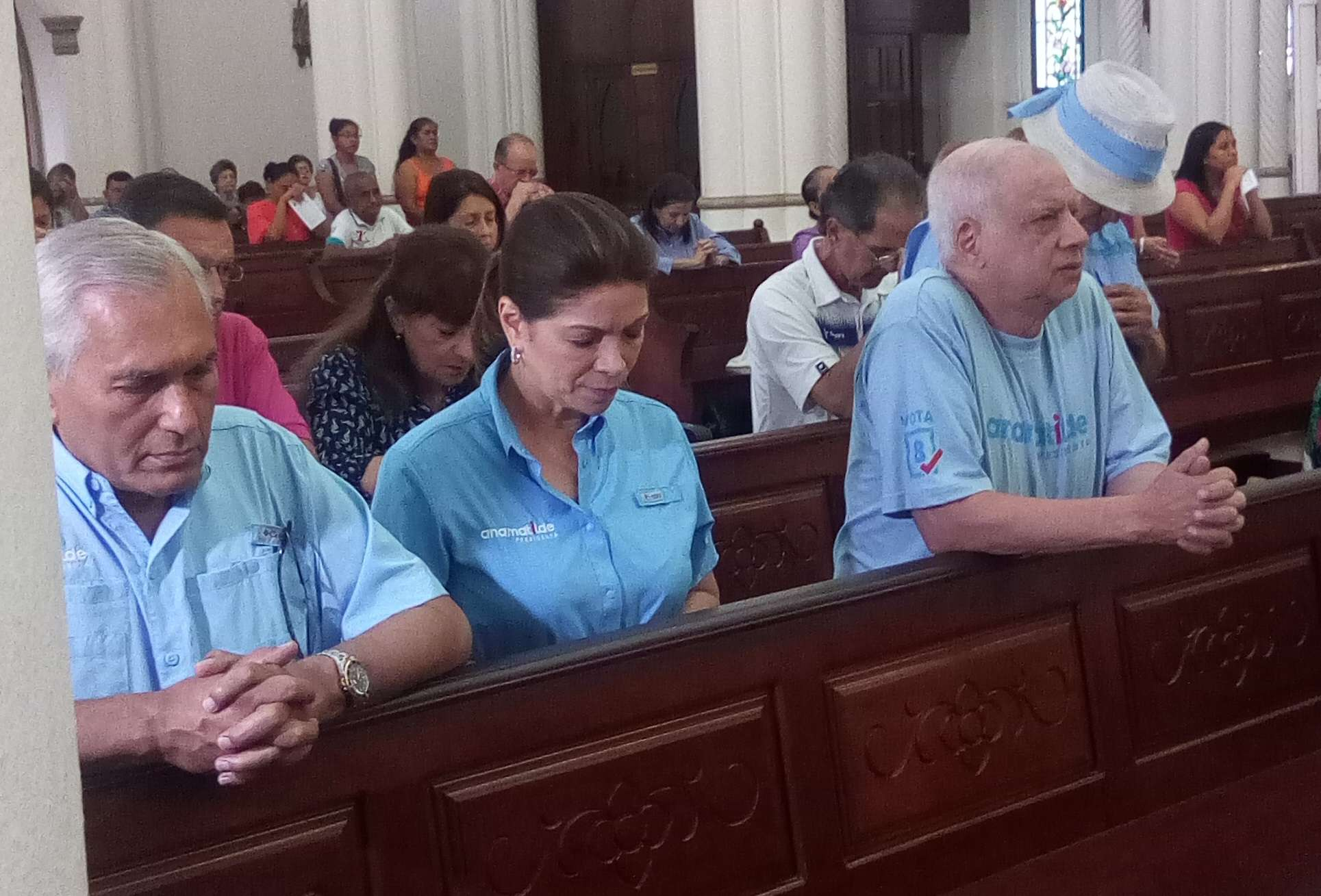 La candidata Ana Matilde Gómez en la Iglesia del Carmen. /Fotos: Maricarmen Camargo