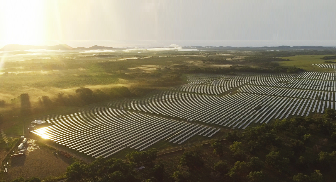 Vista aérea de Ikakos, parque solar fotovoltaico en Chiriquí.