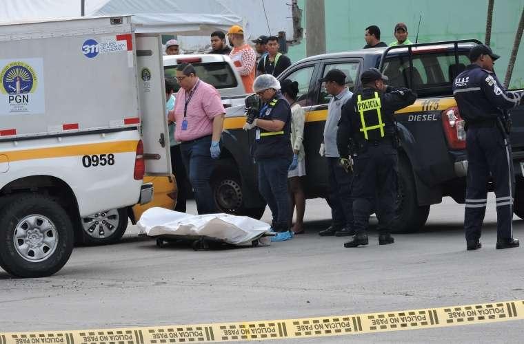 El accidente de tránsito afectó el tráfico vehicular, el cadáver fue levantado en horas de la mañana. Foto: Landro Ortiz