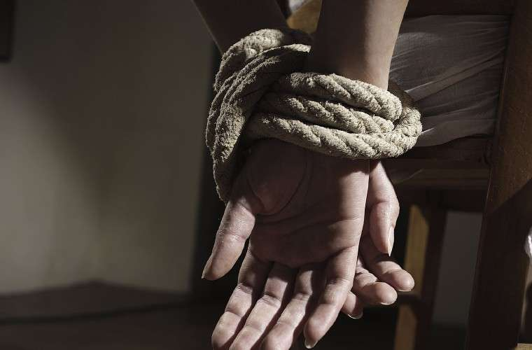 La víctima fue lesionado al no poder responder lo que los secuestradores querían saber. Foto: Ilustrativa