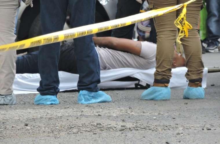 Uno de los homicidios ocurrido en la ciudad capital. Foto/ Landro Ortiz