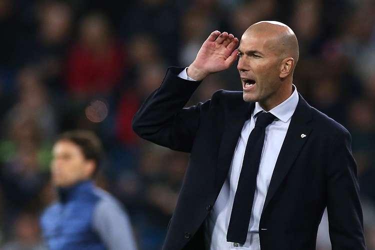 El entrenador del Reral Madrid, el francés Zinedine Zidane, durante el partido de la jornada 12 de LaLiga que Real Madrid y Real Betis . Foto:AP