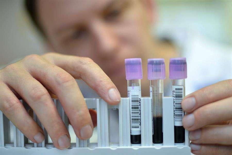 El método PERSEVERE, mide los niveles de cinco biomarcadores y permite que los médicos detecten y estratifiquen la septicemia en sus primeros momentos cuando el cuerpo está a punto de desencadenar una infección bacterial generalizada. EFE