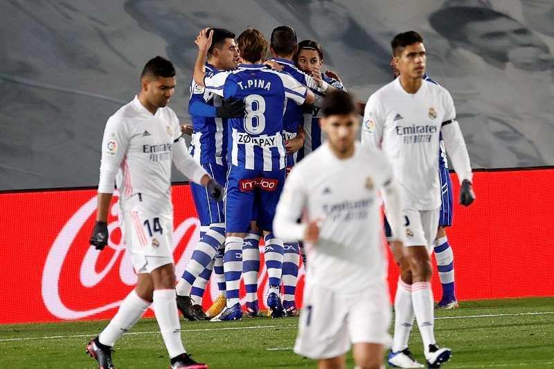 Los jugadores del Alavés festejan uno de sus goles. /EFE