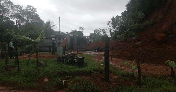 Deslizamiento de tierra en la comunidad de Villa Luisa en el corregimiento de Puerto Pilón.