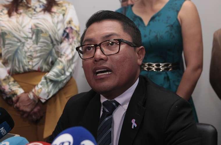 Actualmente el Diputado se mantiene cumpliendo las medidas cautelares de arresto domiciliario y prohibición de salida del país.