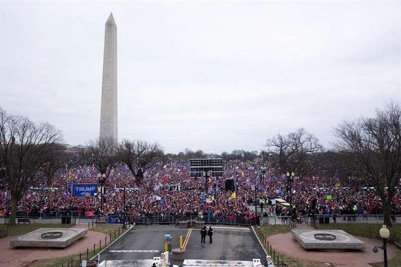 Seguidores de Donald Trump asaltan el Capitolio efe