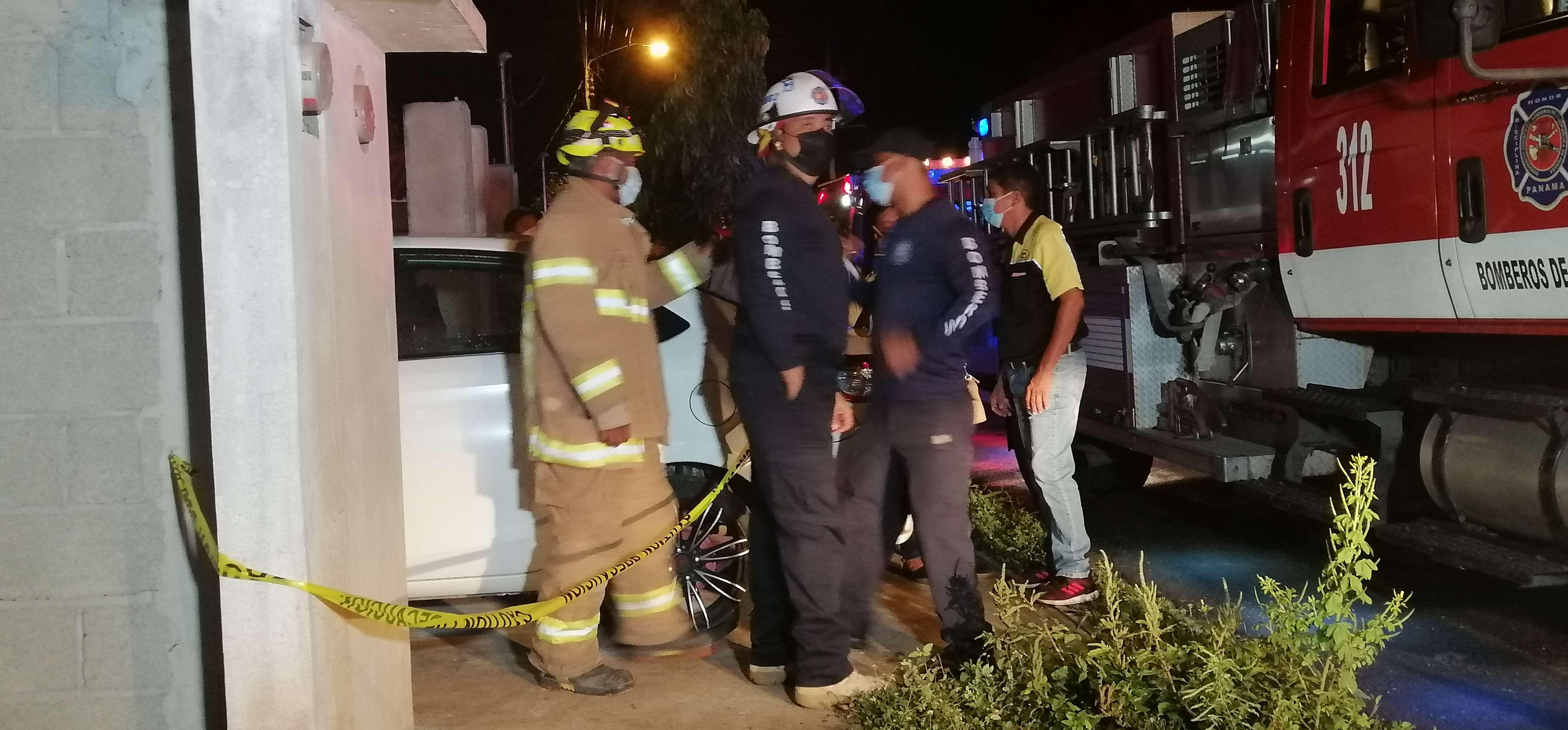 La situación fue controlada por los bomberos y personal de la empresa eléctrica.