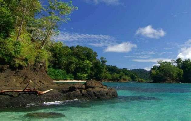El territorio protegido está conformado por la isla de Coiba,ocho islas menores y 30 islotes.