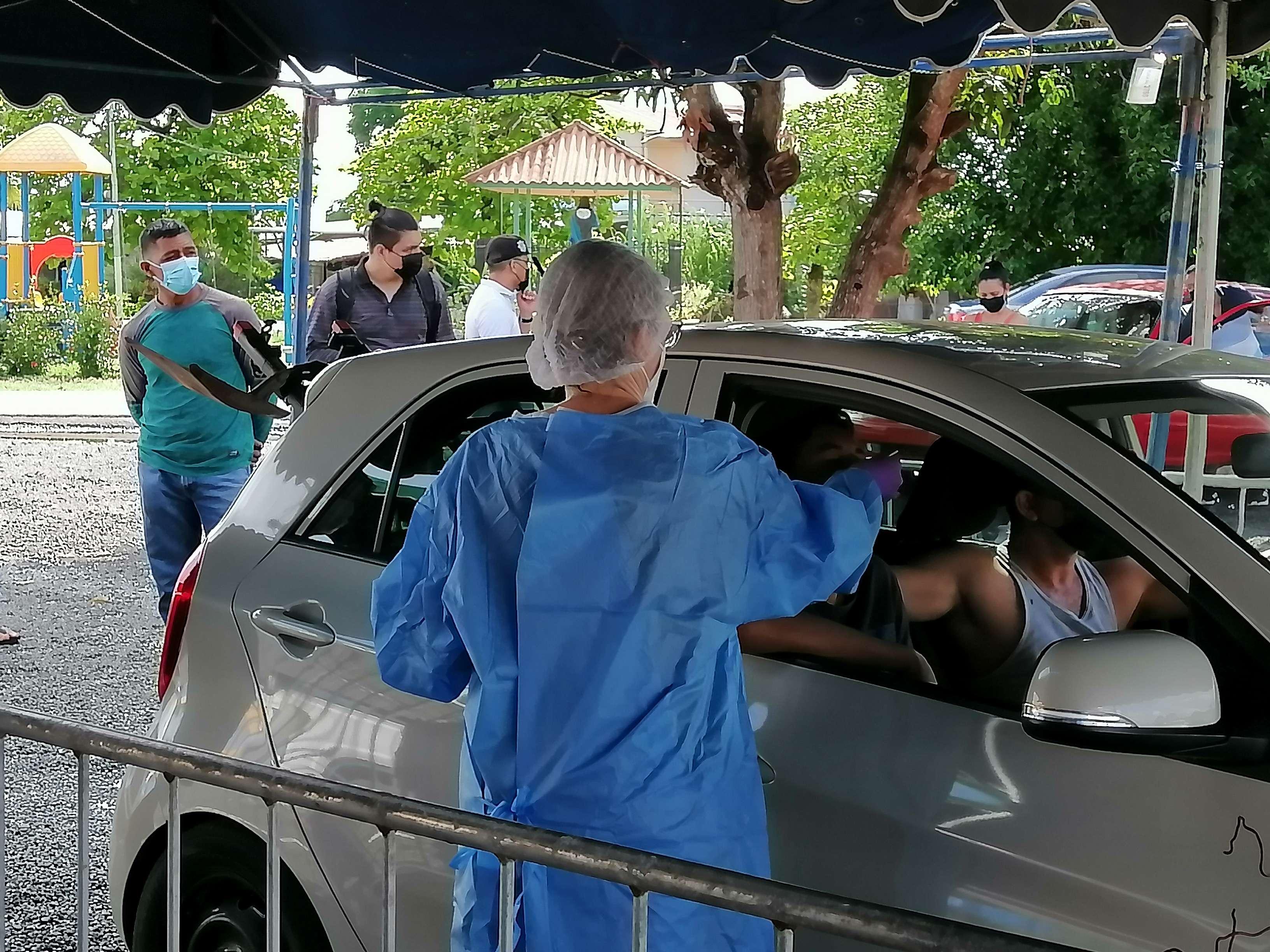 Las personas pueden realizarse la prueba sin tener que bajarse de su auto, o bien a través de otro medio de transporte o hasta a pie.
