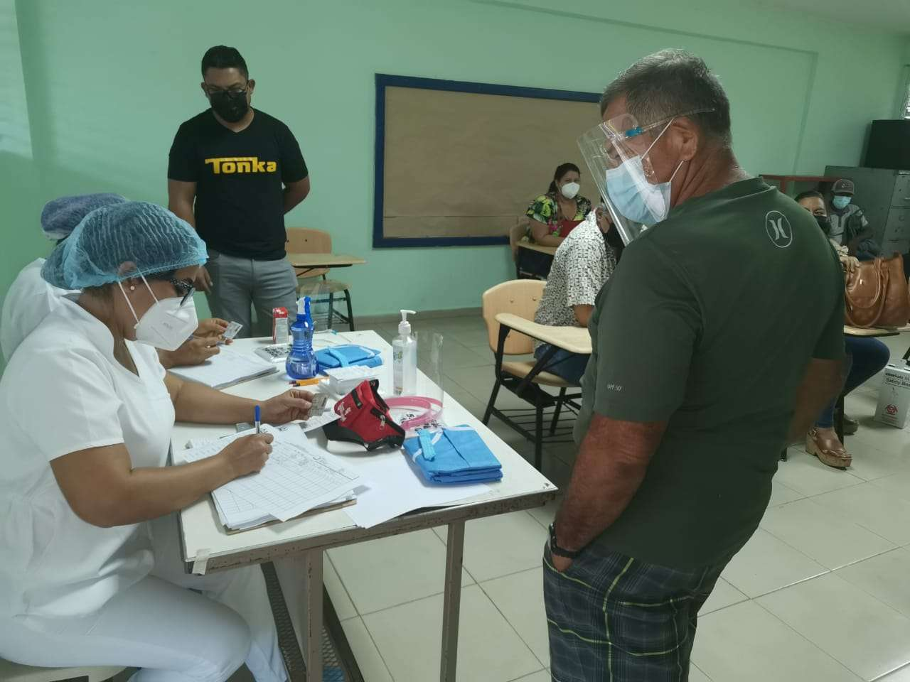 os centros de vacunación se mantuvieron llenos desde primeras horas de la mañana.