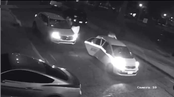El asalto fue captado por las cámaras de videovigilancia de un inmueble.