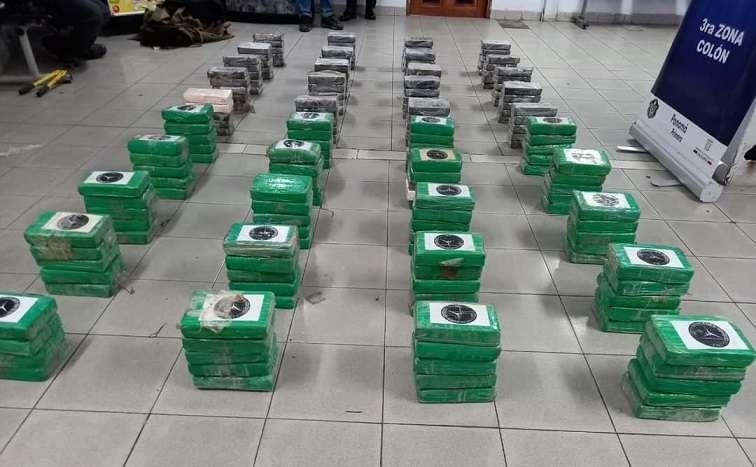 Los paquetes estaban forrados con cinta adhesiva color verde, al momento de la verificación.
