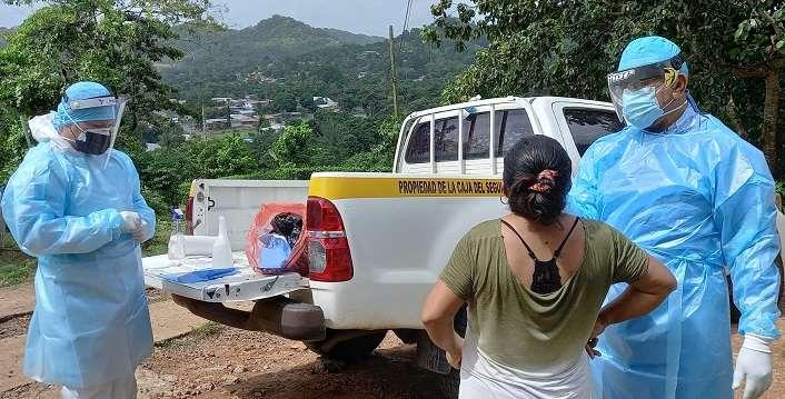 Los equipo de respuesta rápida de la ULAPS de Guadalupe, se mantiene activa en las visitas domiciliarias en pruebas de hisopados en varios sectores del corregimiento de Guadalupe.