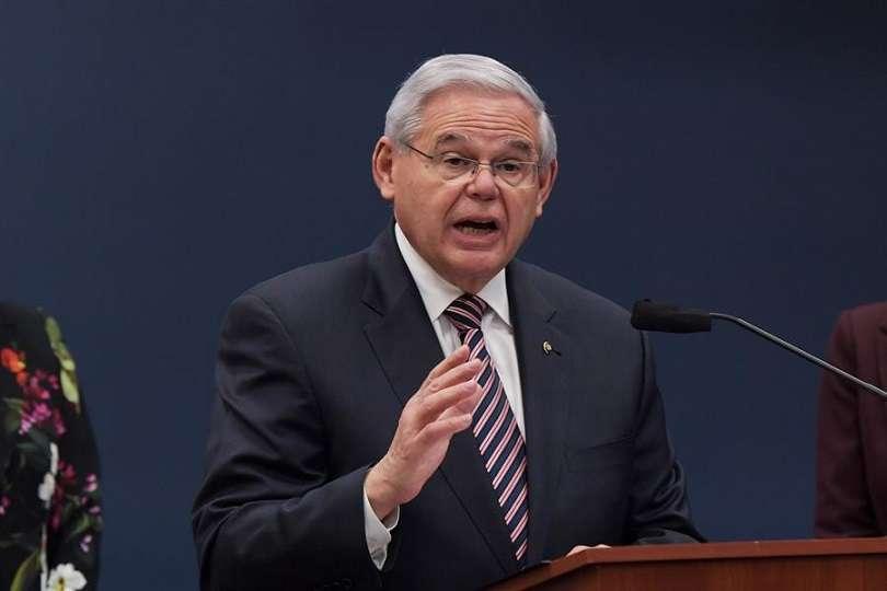 El senador Bob Menéndez (c), en una fotografía de archivo. EFE