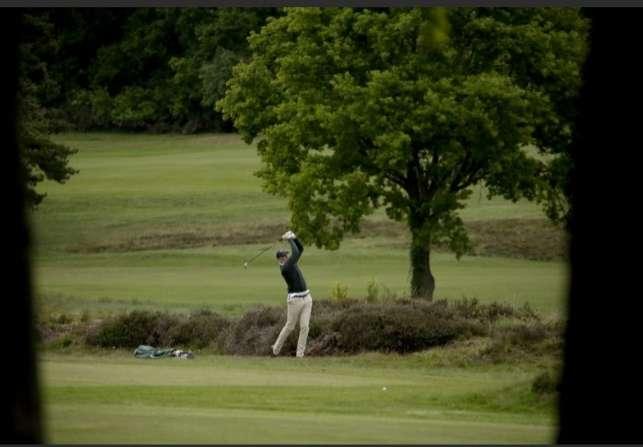 Los campos de golf también abrieron para la población en Inglaterra.
