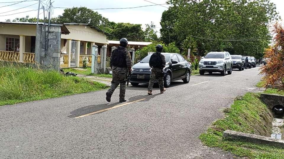 Un local comercial y una gasolinera fueron visitados por los delincuentes.
