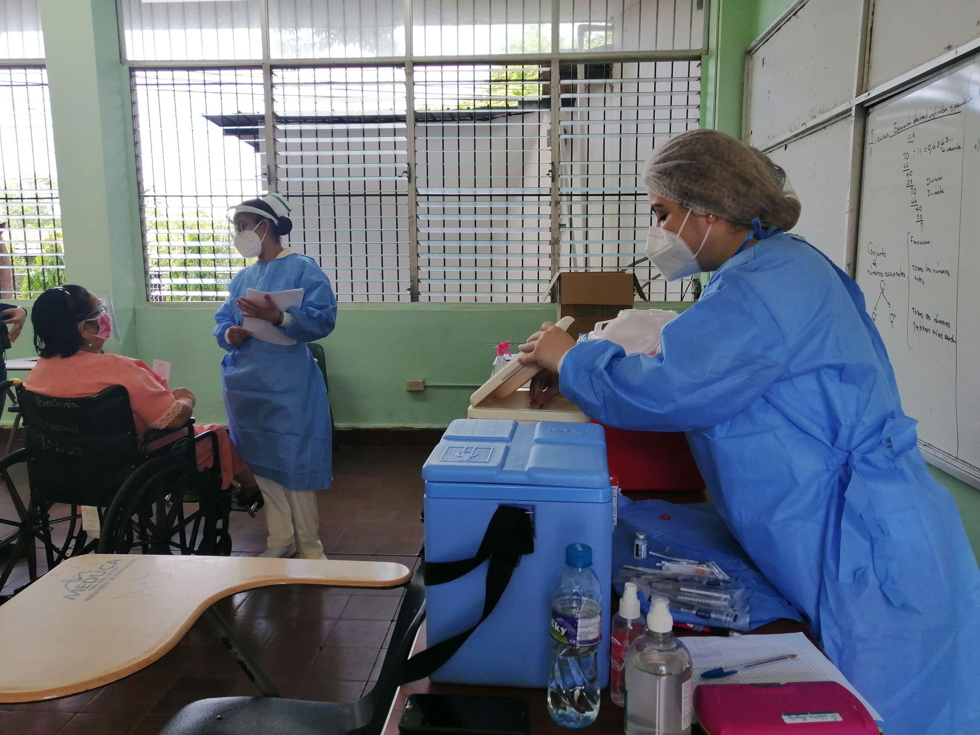Se cuenta con tres puestos de vacunación para ambas provincias.