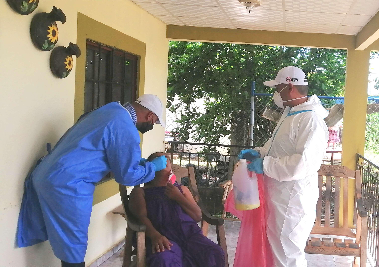 Los equipos de Salud visitaron casa por casa, en busca de asíntomáticos