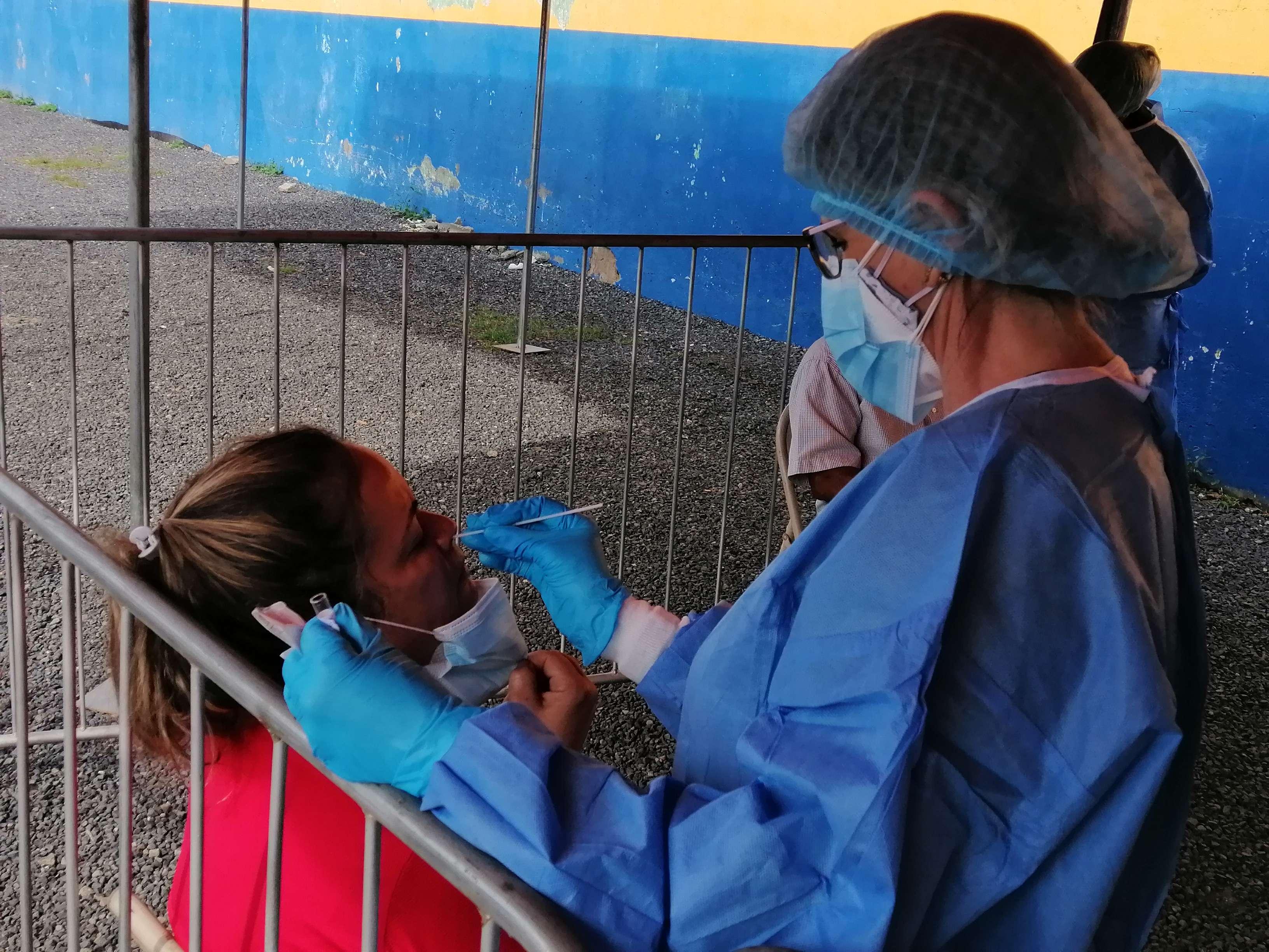 Se mantiene la búsqueda de casos asintomáticos, ante el aumento de las personas vacunadas.