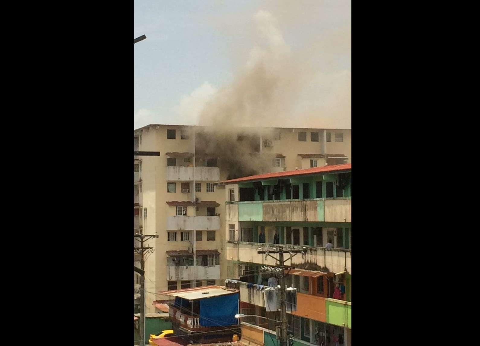 Vista general de las afectación en apartamento incendiado en Los Lagos, Colón.  Foto: Redes Sociales