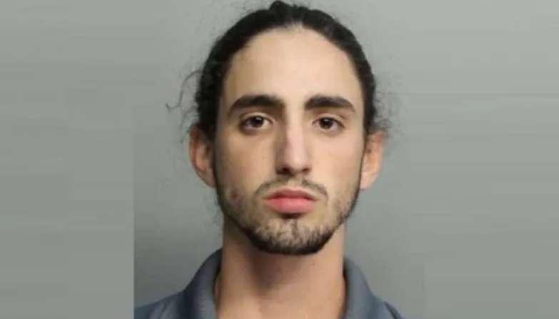 Italo Nelli, de 19 años, compareció en un tribunal de Miami por cargos de conspiración para cometer un plan organizado para defraudar.
