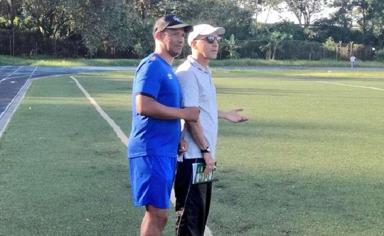"""El técnico colombiano Javier """"El Químico"""" Álvarez dirigió hoy su primer entrenamiento con el Plaza Amador . Foto: Plaza Amador"""