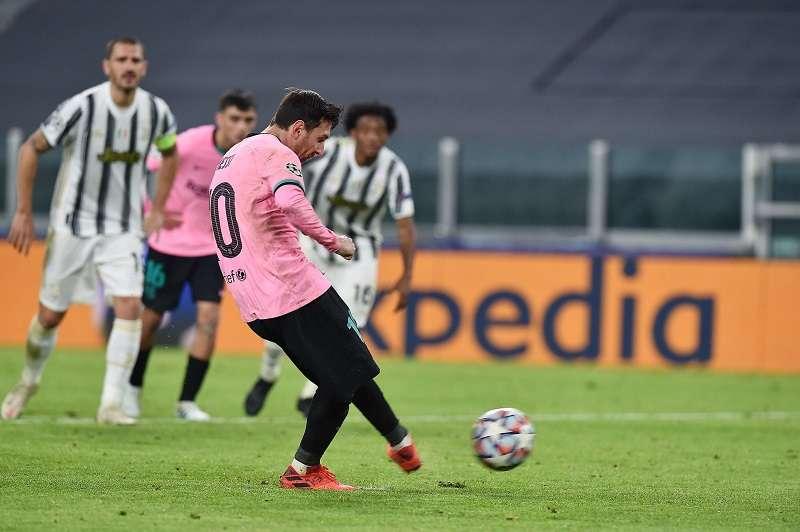 Lionel Messi define desde los 12 pasos. /EFE