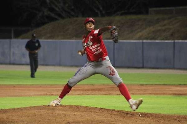 Kevin Aparicio dominó a la ofensiva de Herrera. Foto: Fedebeis