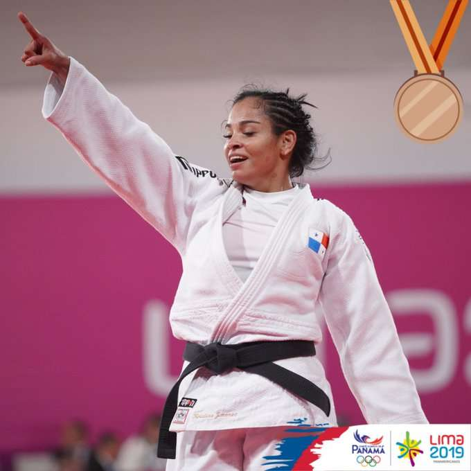 La panameña Kristine Jiménez levanta su mano en señal de victoria. Foto: COP