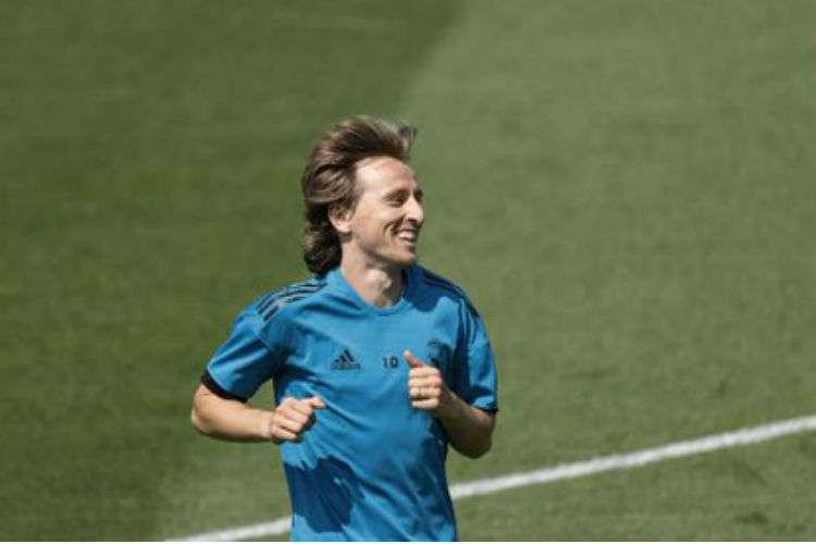 Luka Modric se mantendrá jugando con el conjunto merengue.