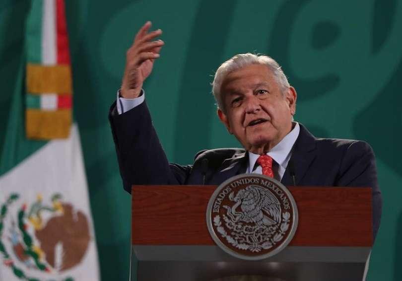El mandatario mexicano, Andrés Manuel López Obrador, durante una rueda de prensa matutina hoy en Palacio Nacional, de la Ciudad de México. EFE