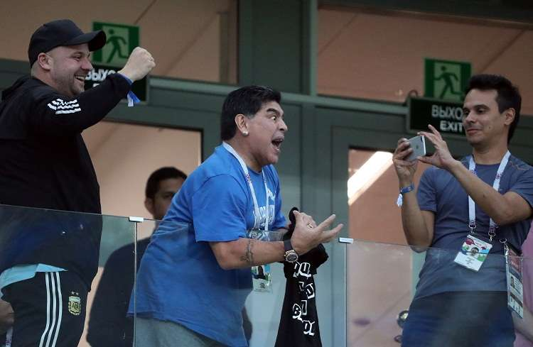 Diego Maradona (C) asumió como seleccionador de Argentina en noviembre de 2008 y dejó el cargo en 2010. Foto: EFE