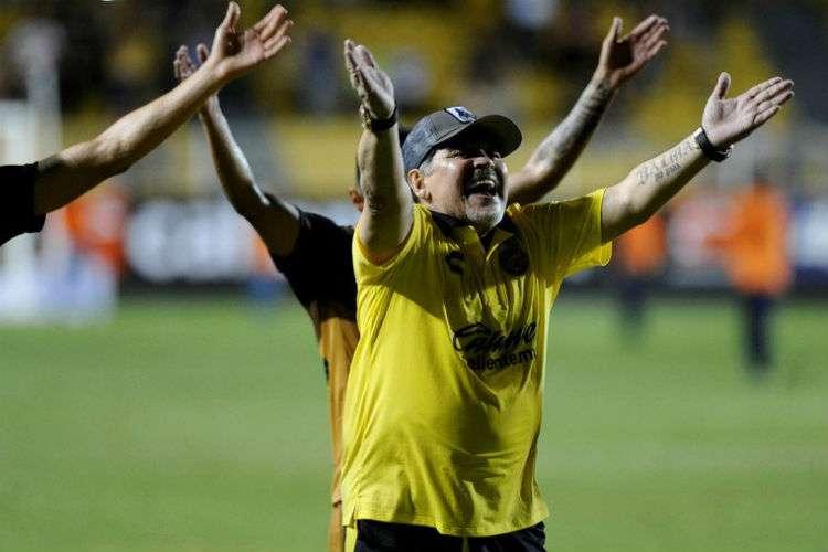 Diego Armando Maradona durante el último encuentro de su equipo.
