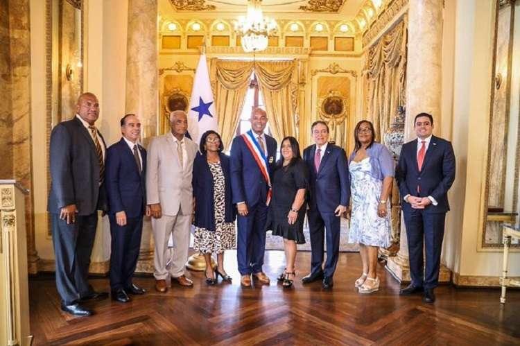 El presidente Cortizo hizo la entrega de la Orden Belisario Porra. Foto: @presidenciapma