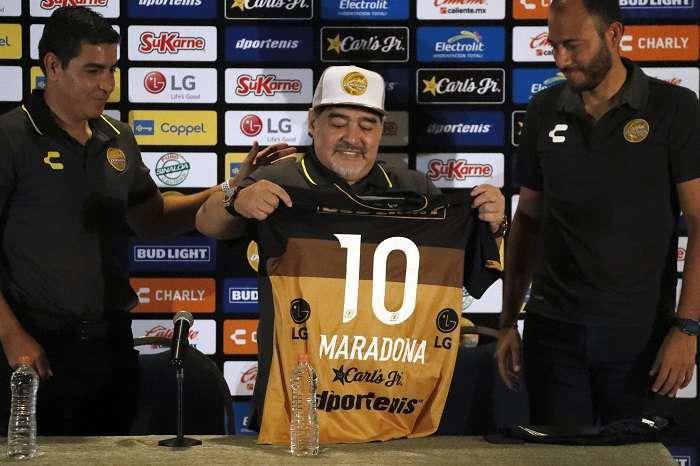 Diego Maradona, durante su presentación con los Dorados./AP