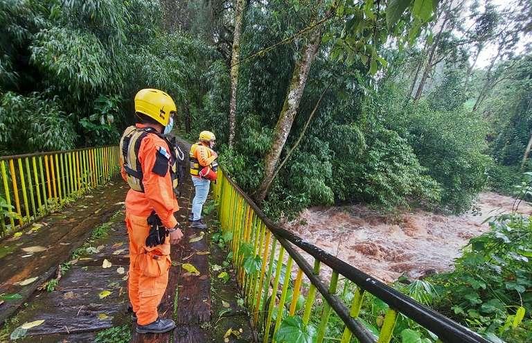 Personal del Sinaproc monitorea el río Chiriquí Viejo, en Tierras Altas.