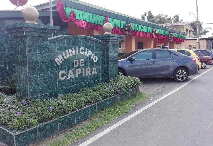 Vista exterior de la sede del Municipio de Capira.