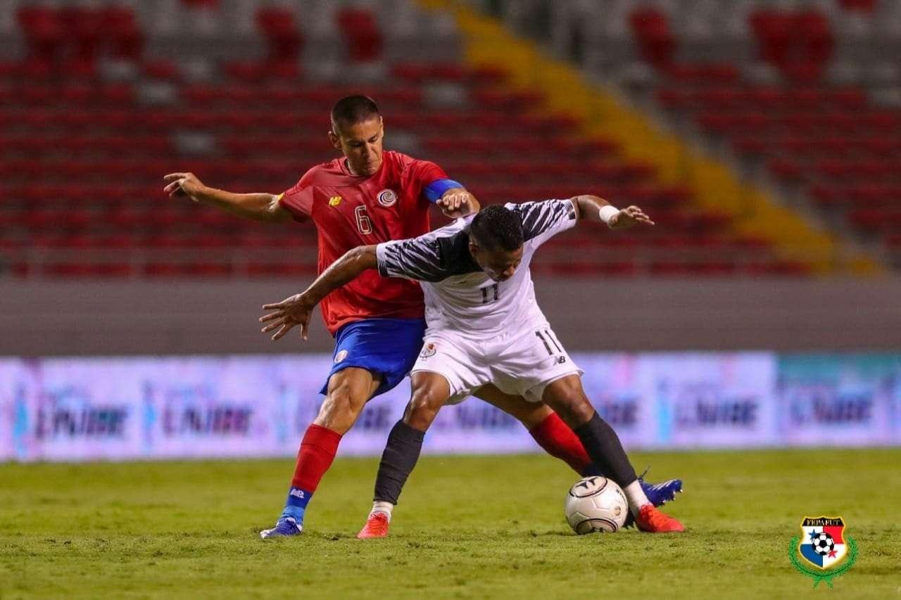 José Murillo (11) fue de los mejores hombres de Panamá en la cancha. /Fepafut