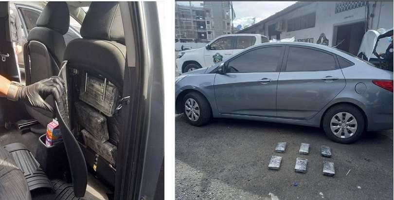La droga estaba oculta en el respaldar de los asientos delanteros del vehículo.